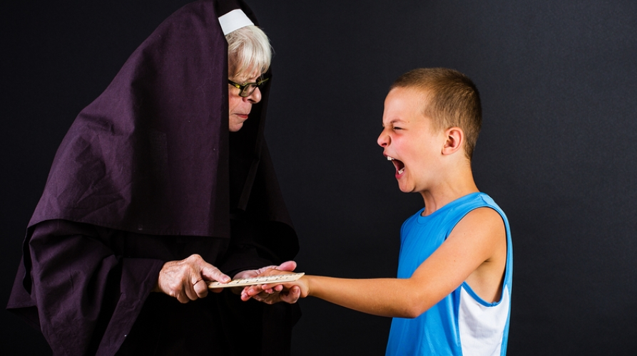 nun-smacks-child